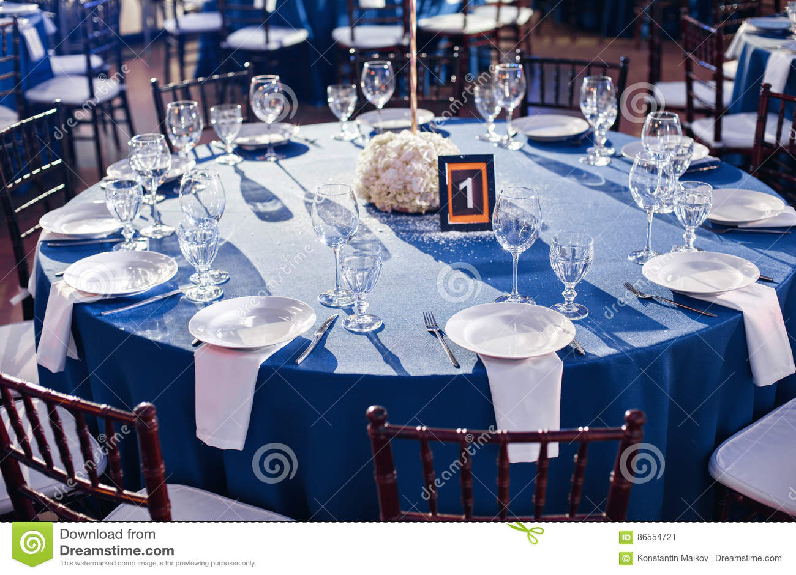 Download Mariage Banquet Les Chaises Et La Table Ronde Pour Des Invités,  Servies Avec Les