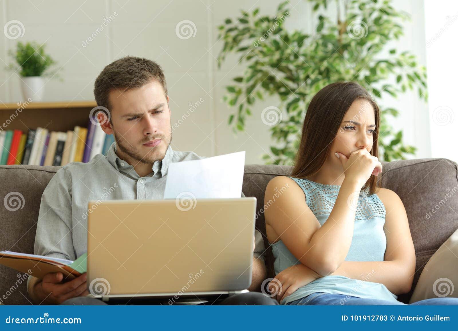 Marido enviciado al trabajo y a la esposa insatisfecha