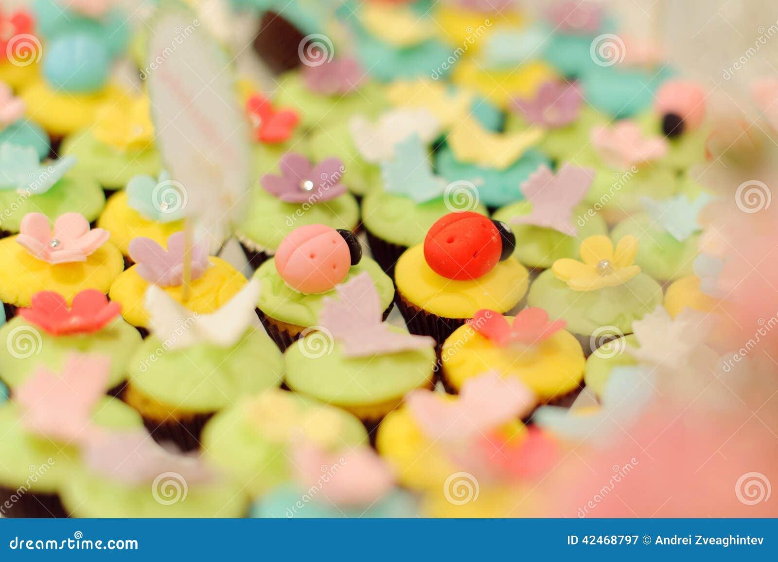 Marienkäfer auf kleinen Kuchen