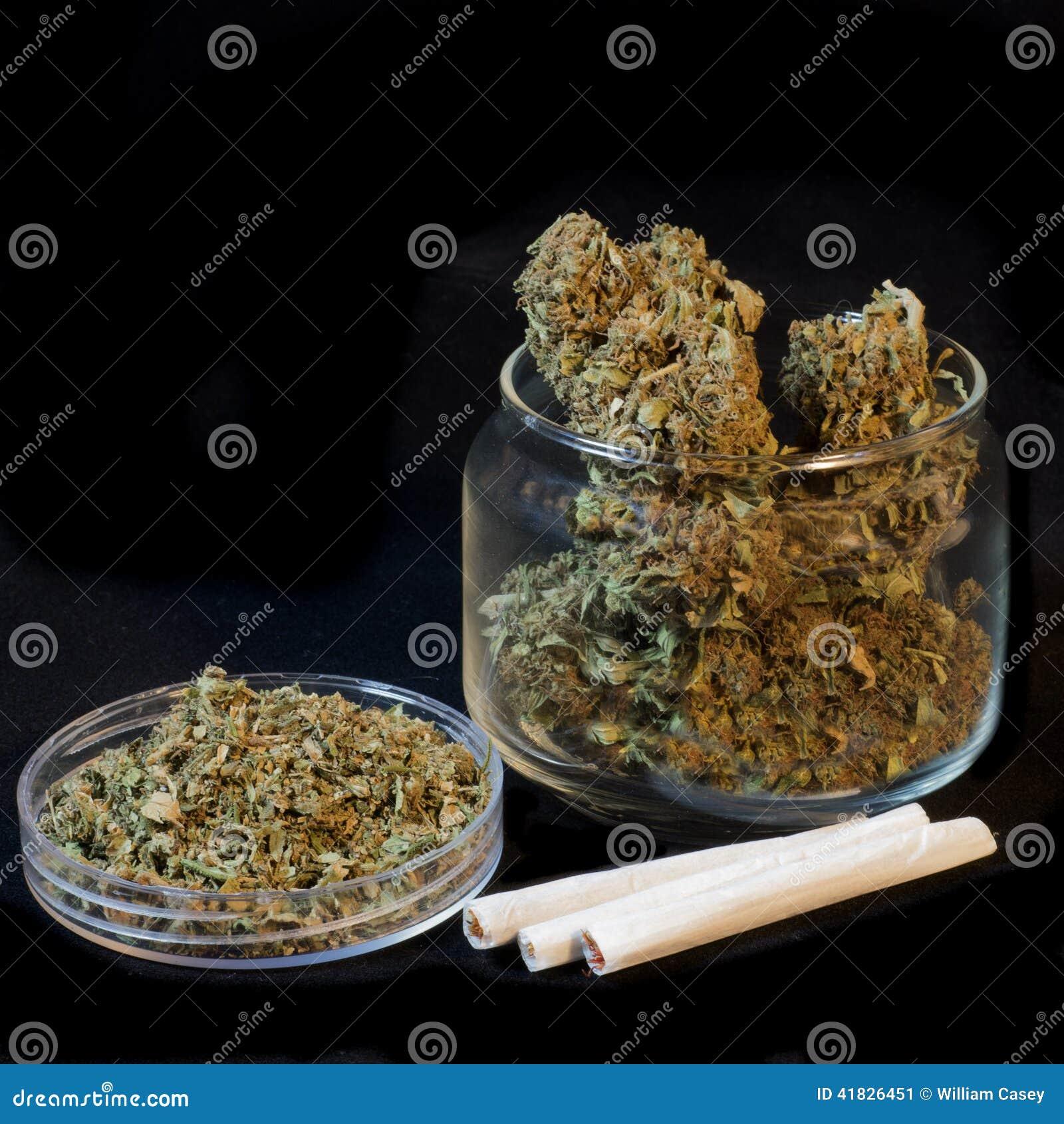 Marihuana met zwarte achtergrond