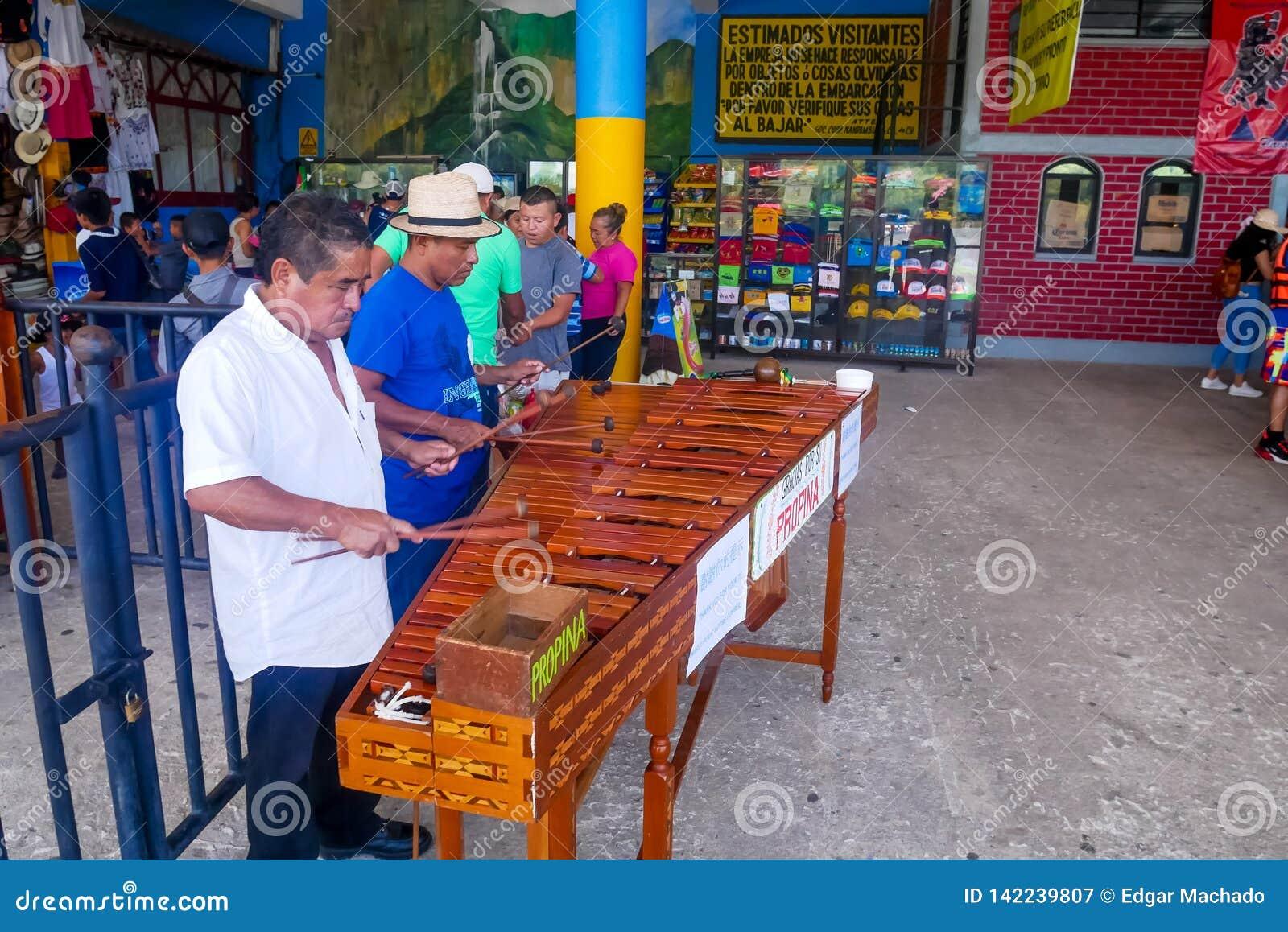 Marimba muzycy przy Chiapas