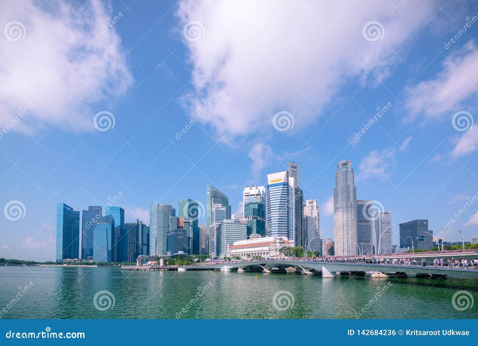 Marina Bay et secteur financier avec le bâtiment d affaires de bureau de gratte-ciel