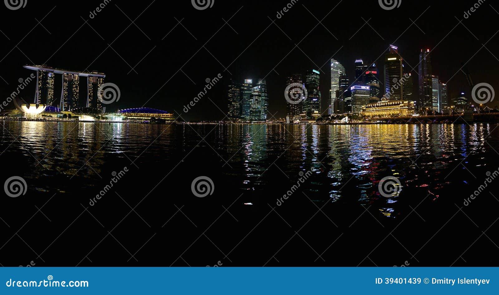 Marina Bay Sands e algumas torres do escritório