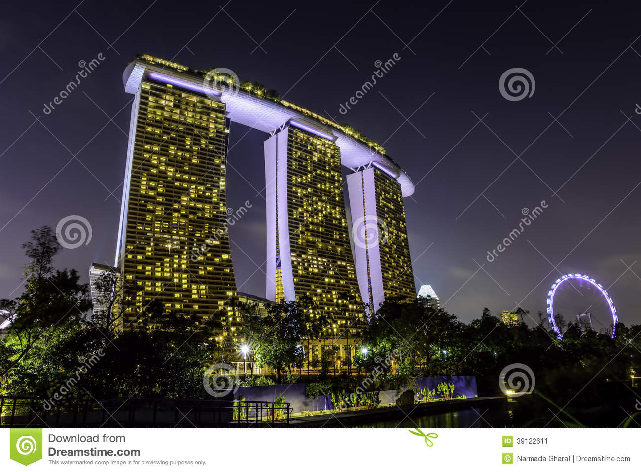 Exhibition Stand Entertainment : Marina bay sands hotel and singapore flyer stock image