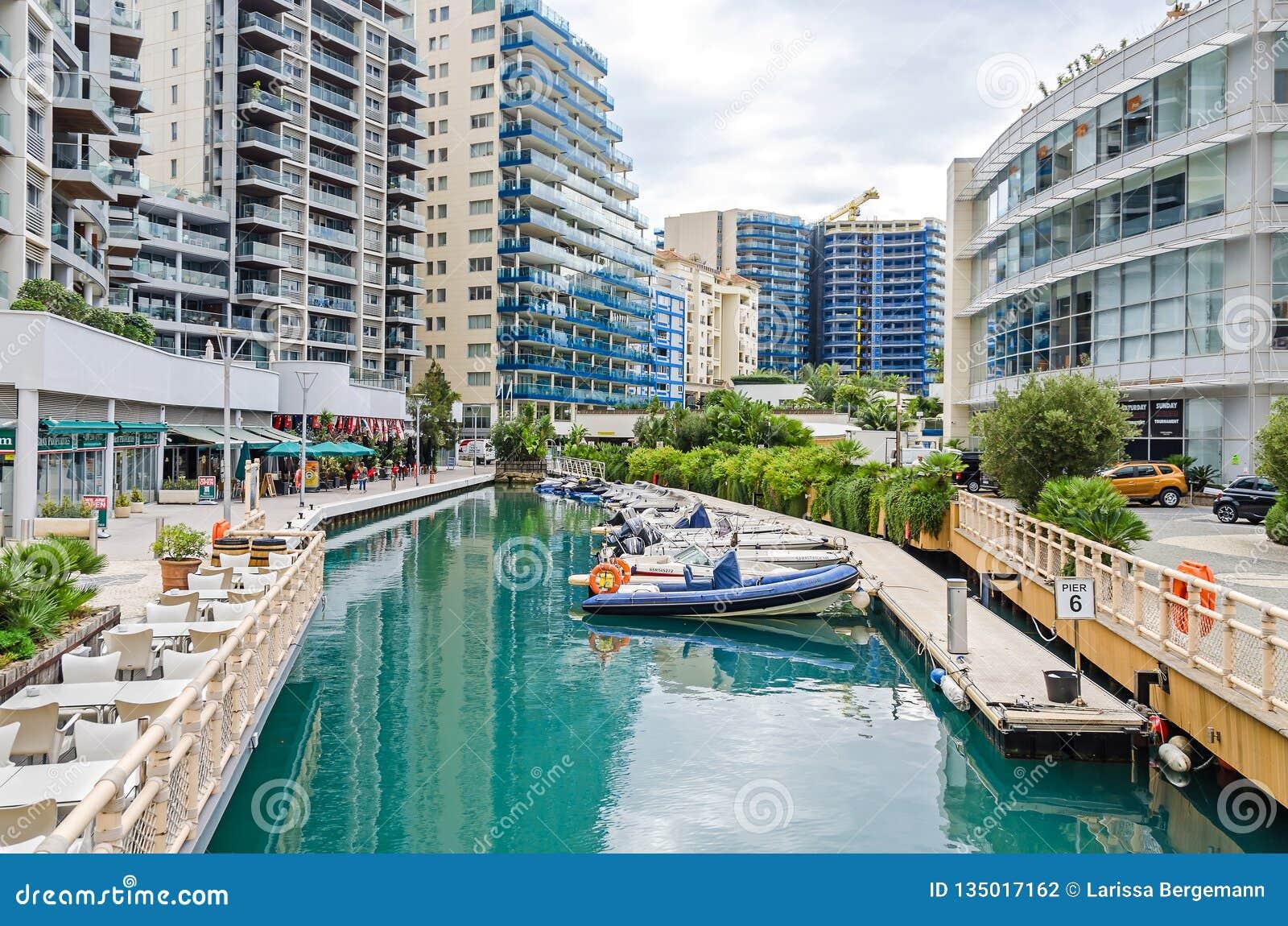 Marina Bay Square im Ozean-Dorf mit Restaurants und Wohnwohnungen in Gibraltar