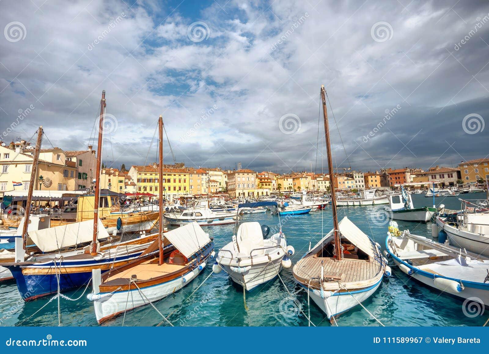 Marina i schronienie Rovinj miasteczko Istria, Chorwacja