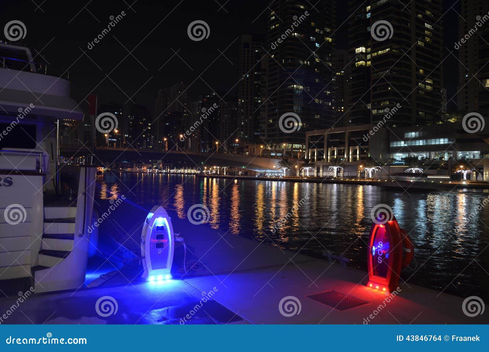 Marina nocą, Dubaj, UEA