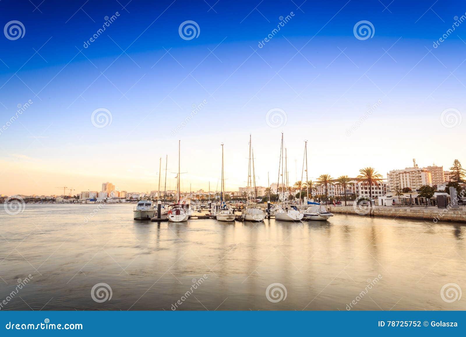 Marina på den Arade floden i Portimao, Portugal
