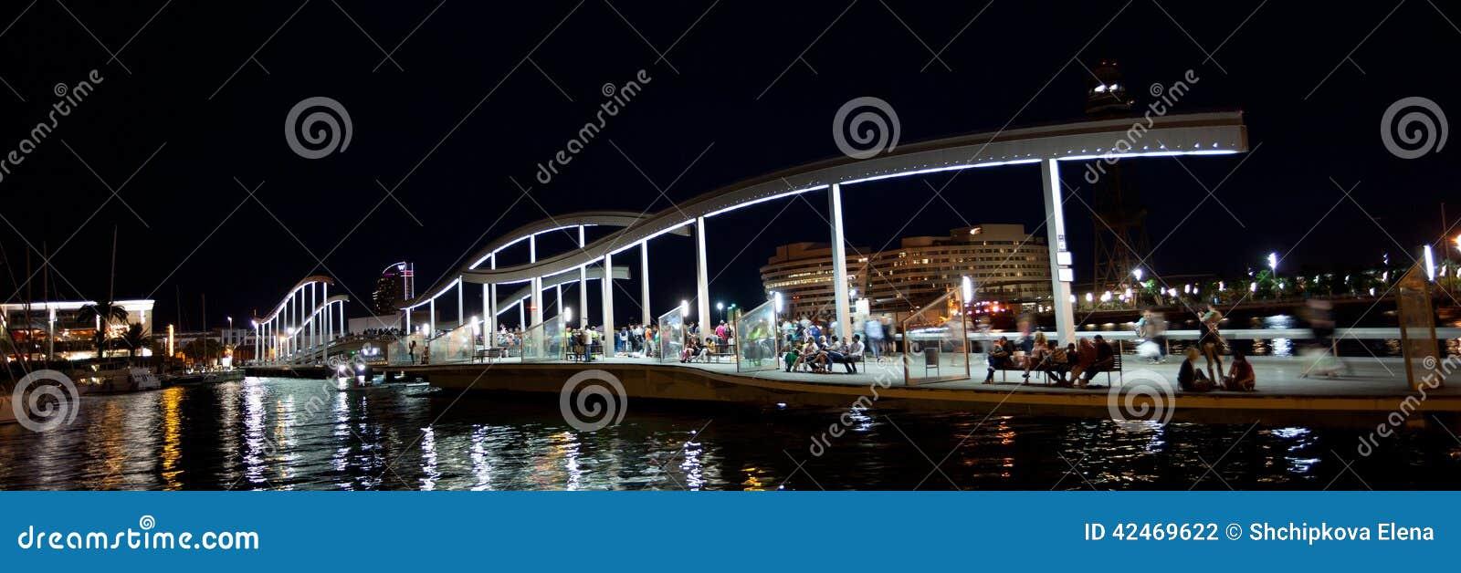 Marina Port Vell und der Rambla Del Mar in Barcelona