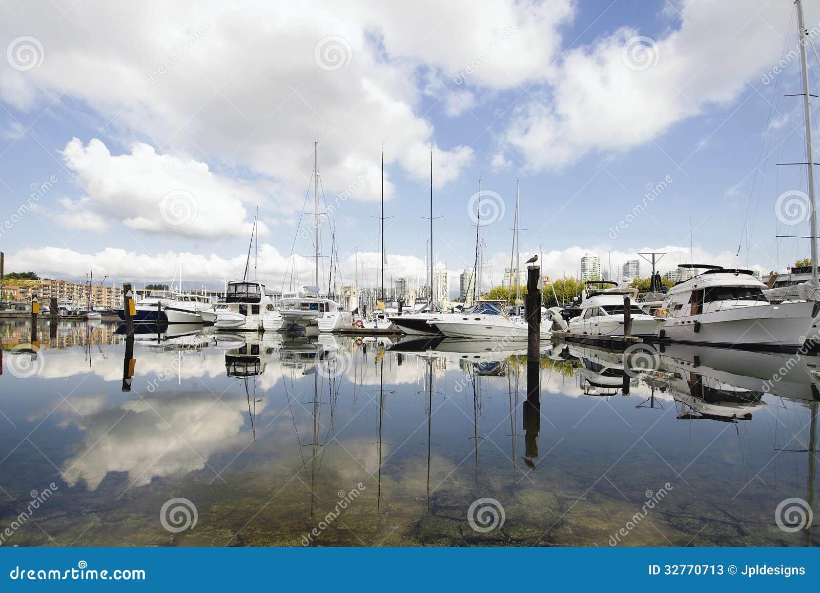 Marina Reflection em Granville Island Vancouver BC