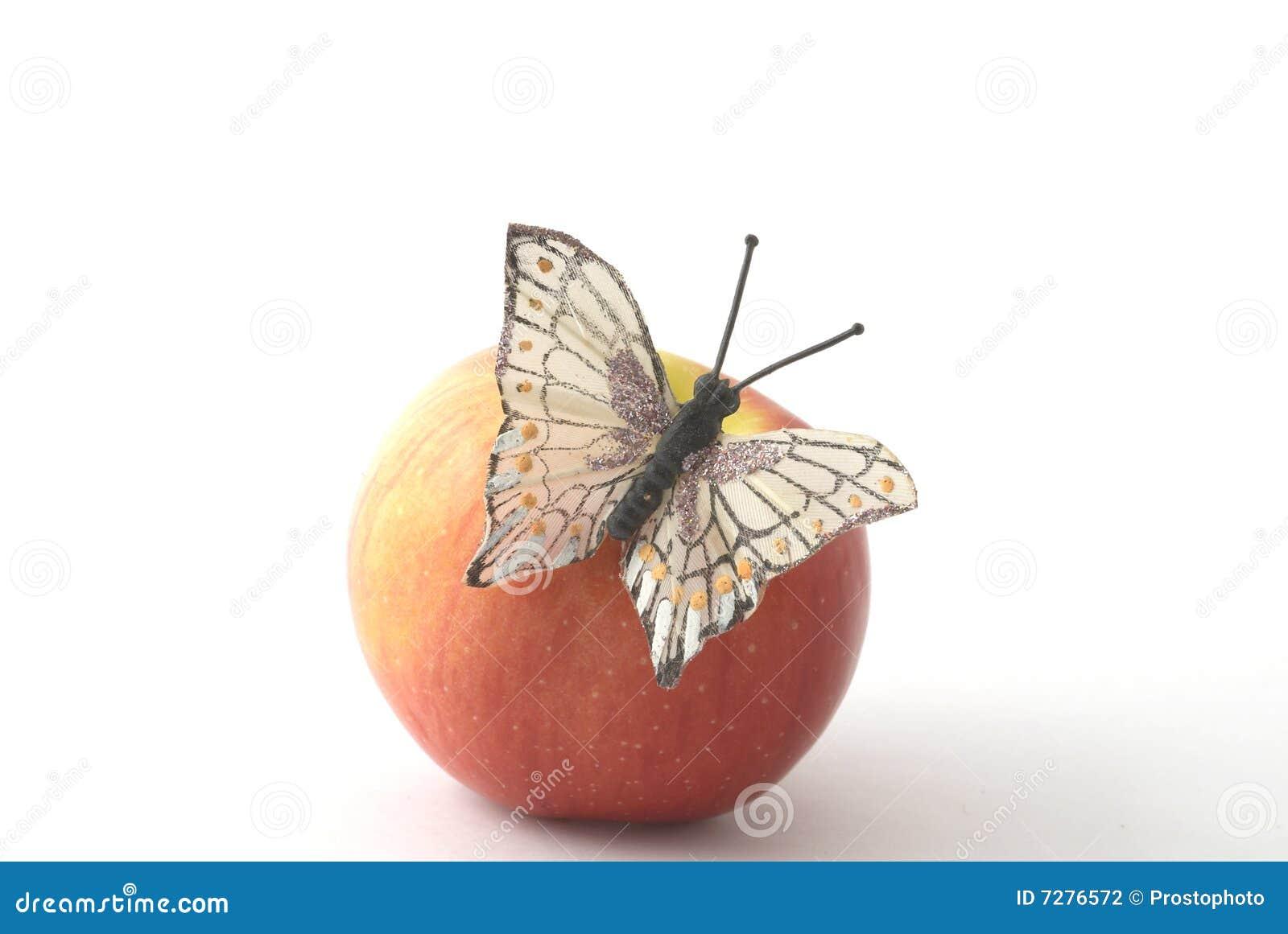 Mariposa en la manzana