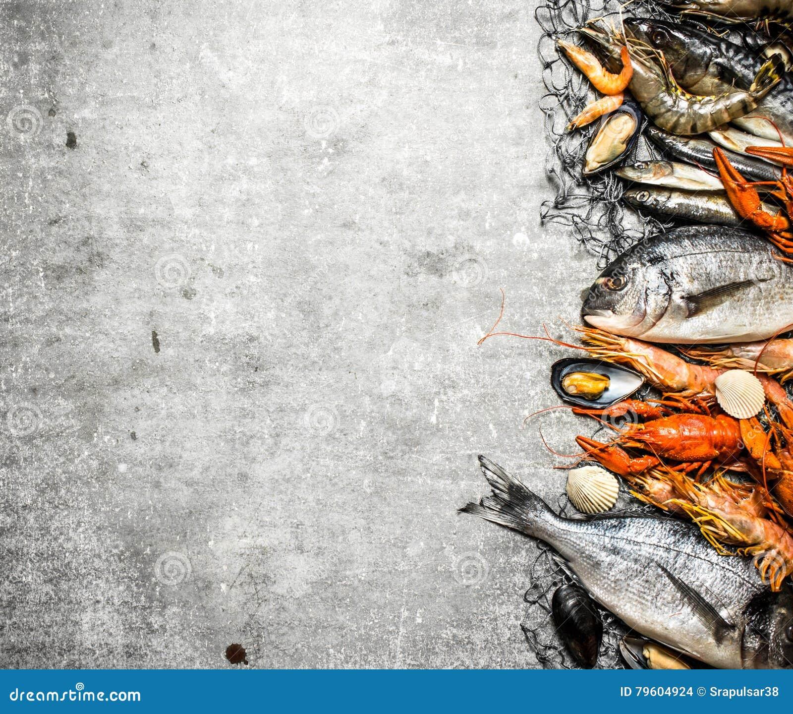 Marisco fresco com uma rede de pesca