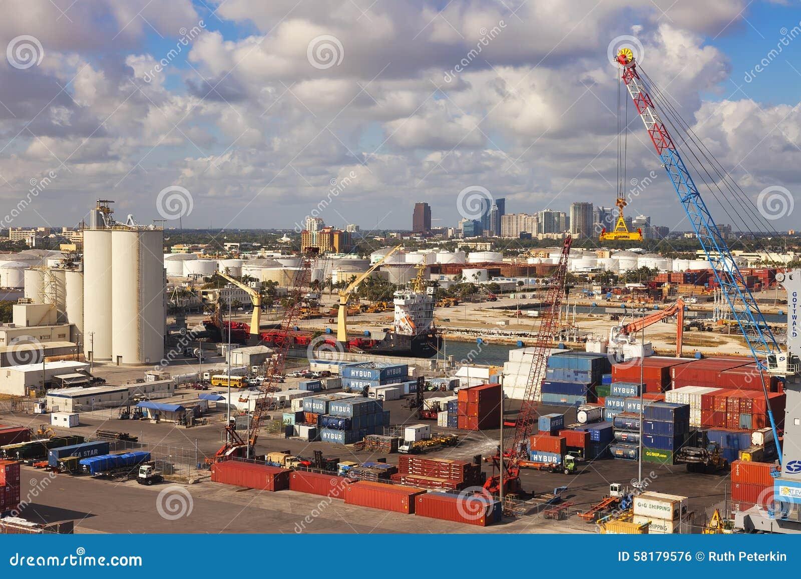 Marismas del puerto en el pie Lauderale, la Florida