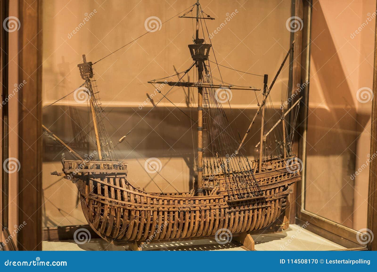 Maritimt museum i Madrid historia av de spanska historiska kulturföremålen för marinskeppmodeller