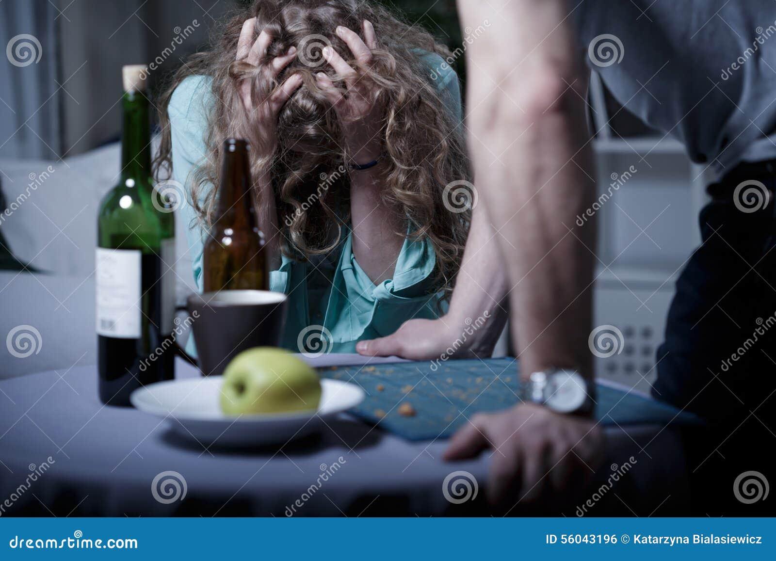 Marito aggressivo ubriaco