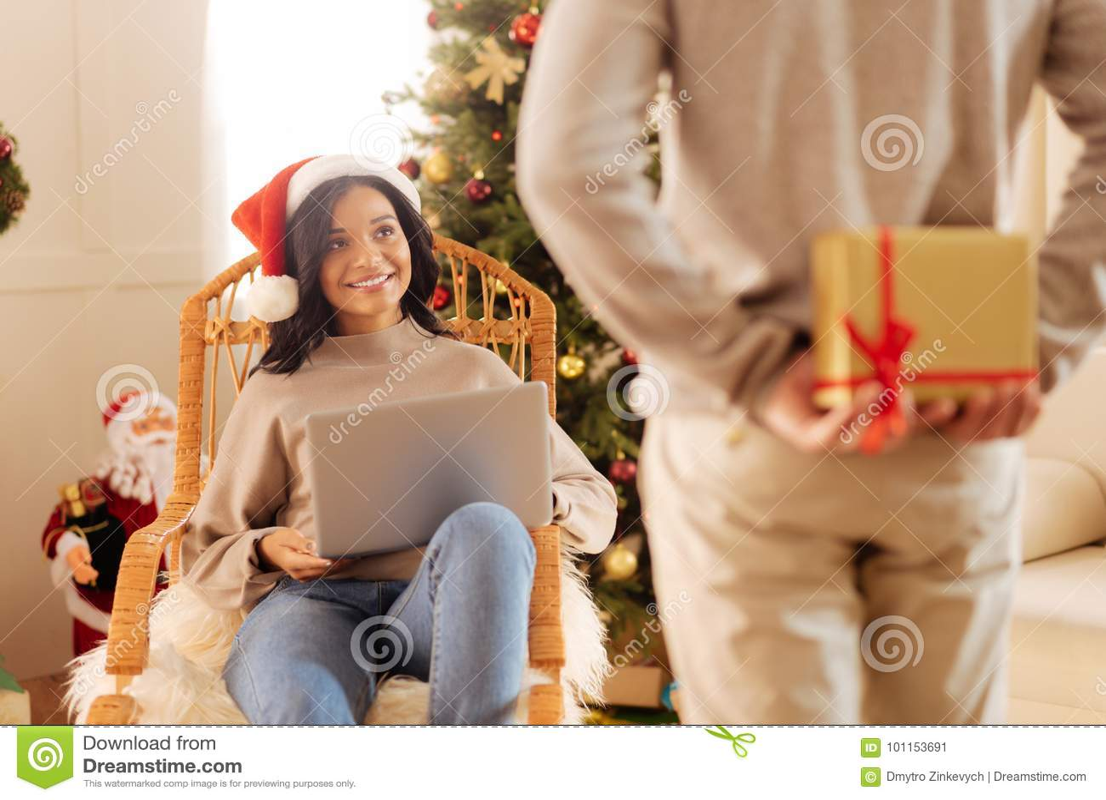 Amato Marito Amoroso Che Fa Sorpresa Per La Sua Moglie Immagine Stock GD28