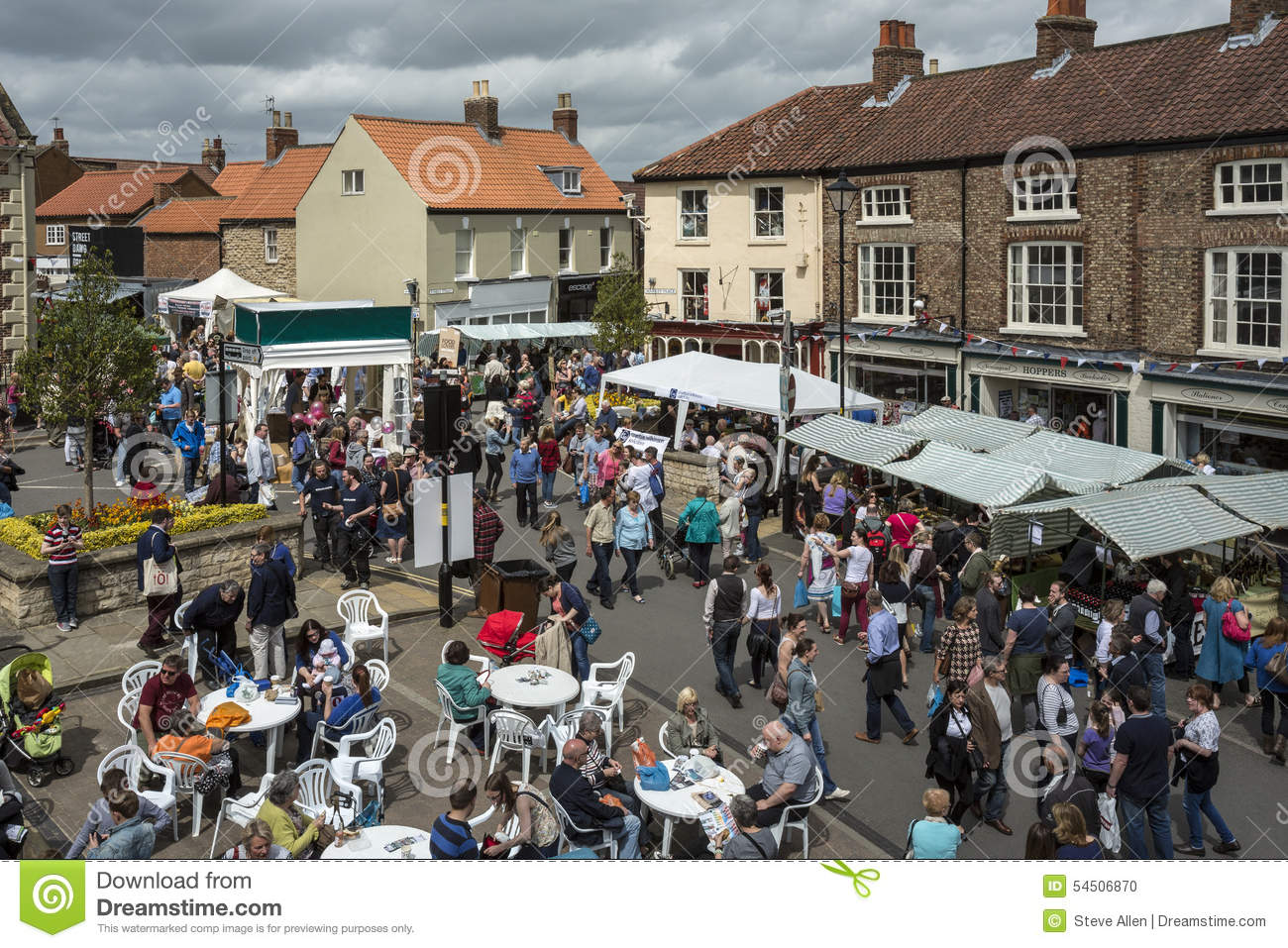 a busy market day Unlike a traditional research essay, which relies heavily upon statistics and data, a descriptive essay is often personal in nature this type of essay can be enjoyable to write because there may be no library-based research involved.