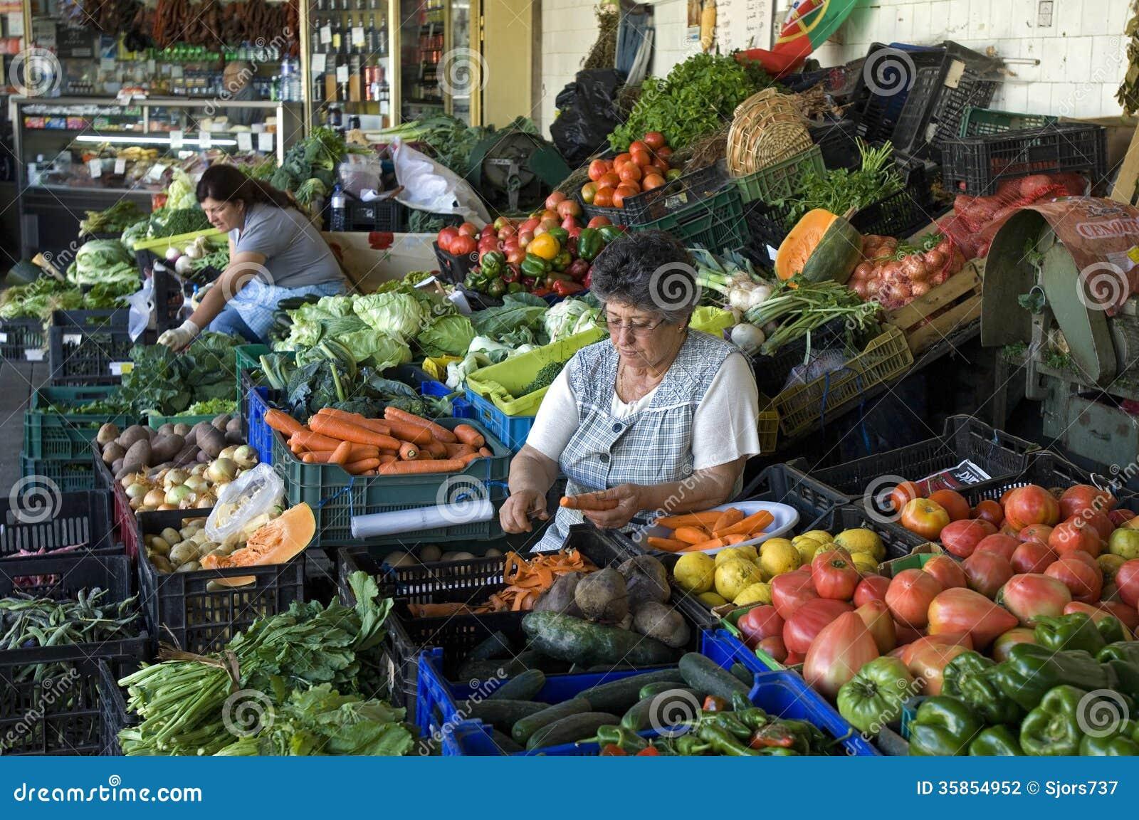 Market Women on market, Mercado Do Bolhao, Porto