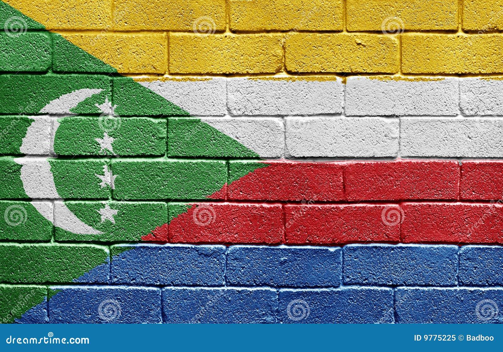 Markierungsfahne von Comoren auf Backsteinmauer