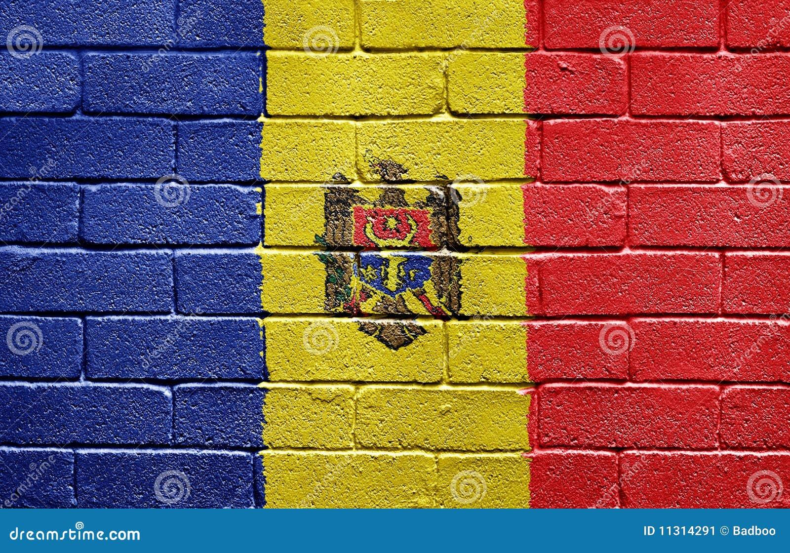 Markierungsfahne von Moldau auf Backsteinmauer