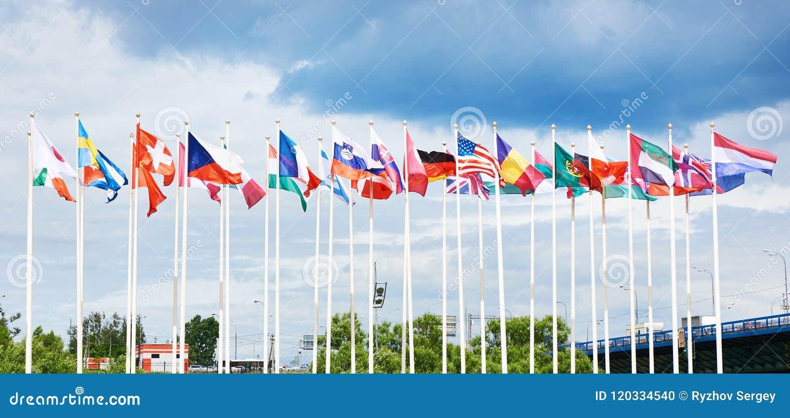 Markierungsfahnen der verschiedenen Länder