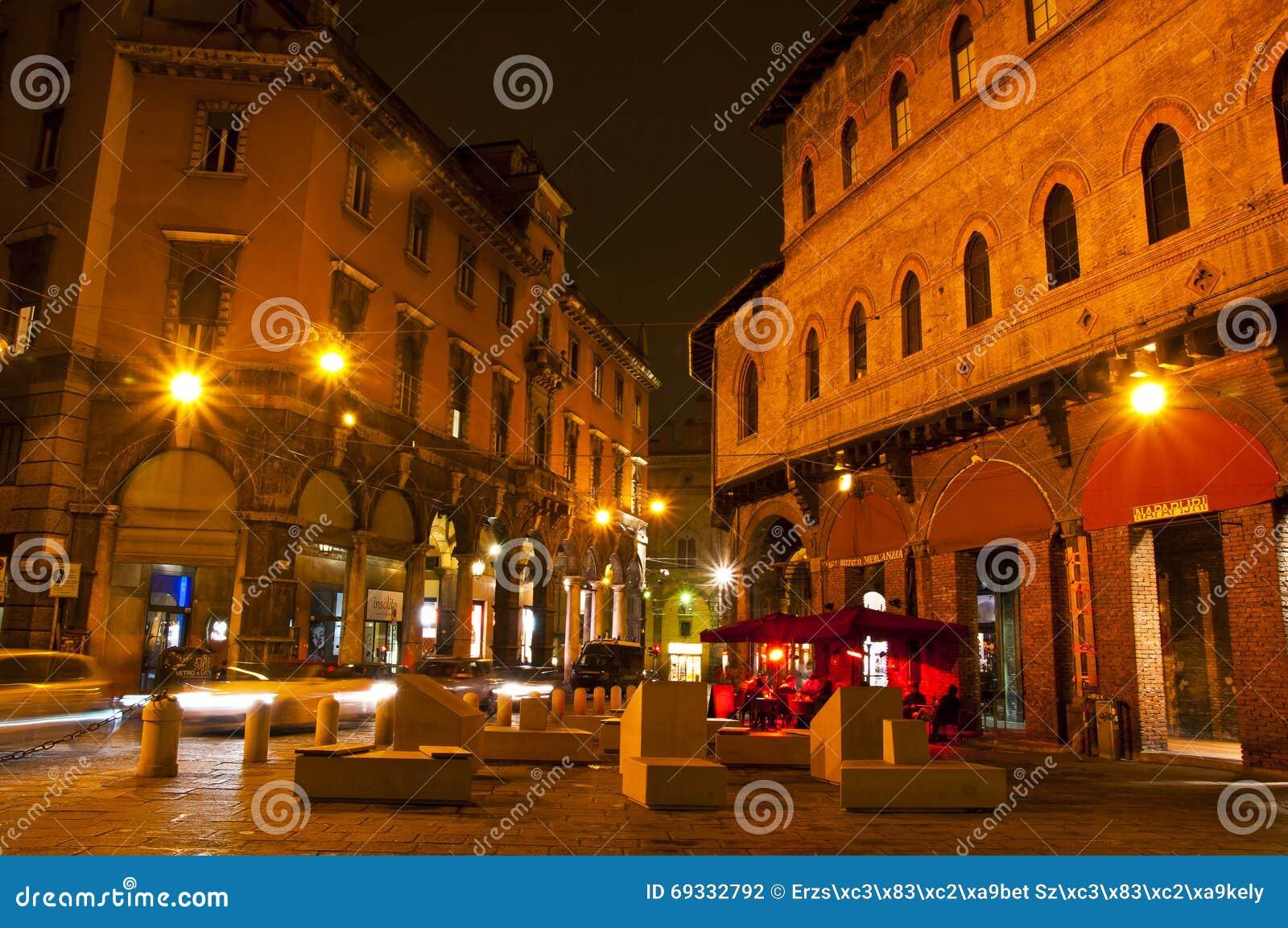 Marktplatz della Mercanzia, Bologna, Italien
