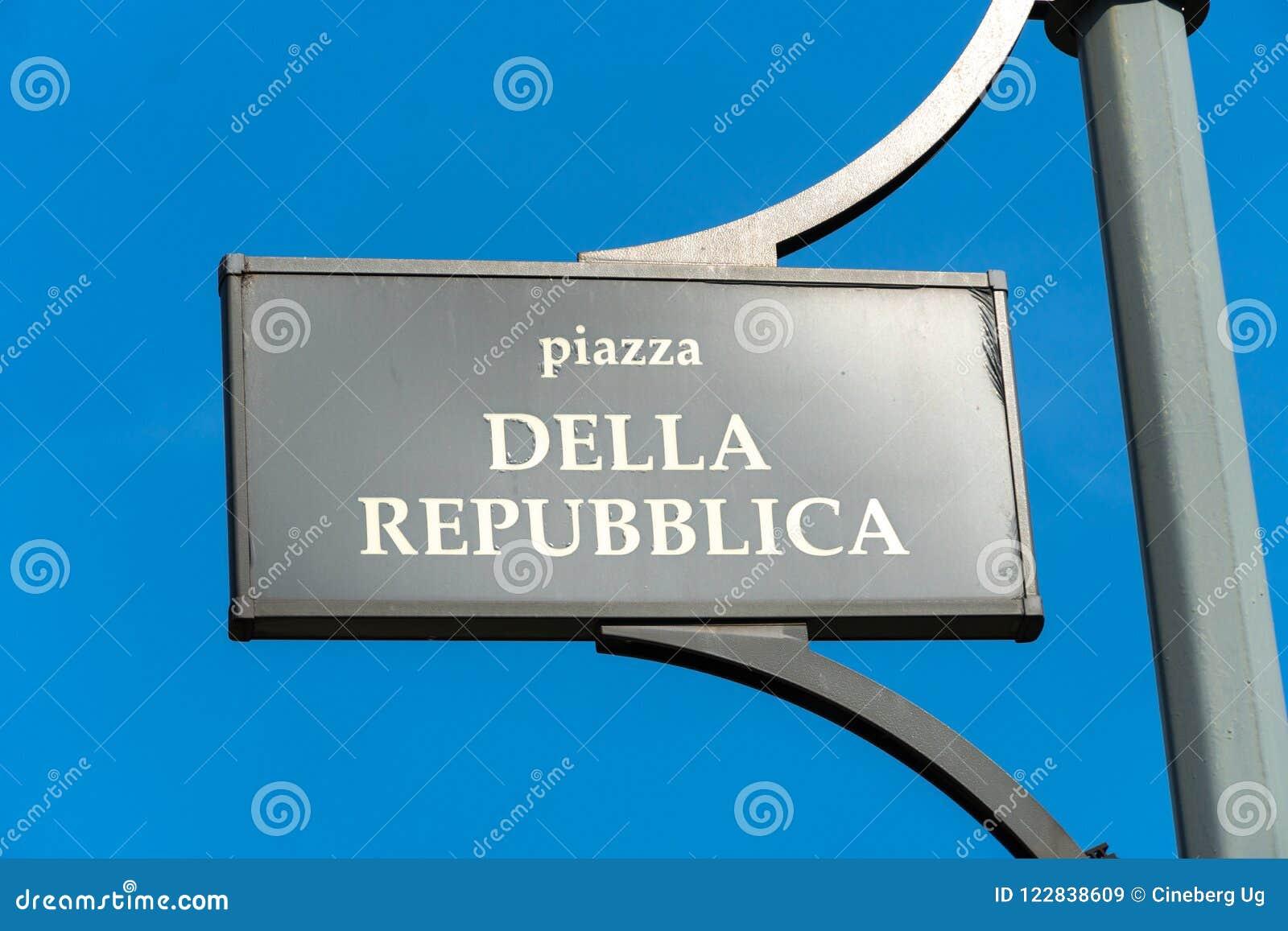Marktplatz della Repubblica in Mailand, Italien