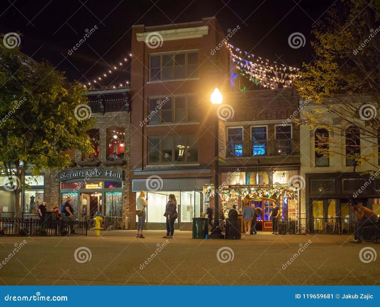 Marktplatz, Knoxville, Tennessee, die Vereinigten Staaten von Amerika: [Nachtleben in der Mitte von Knoxville]