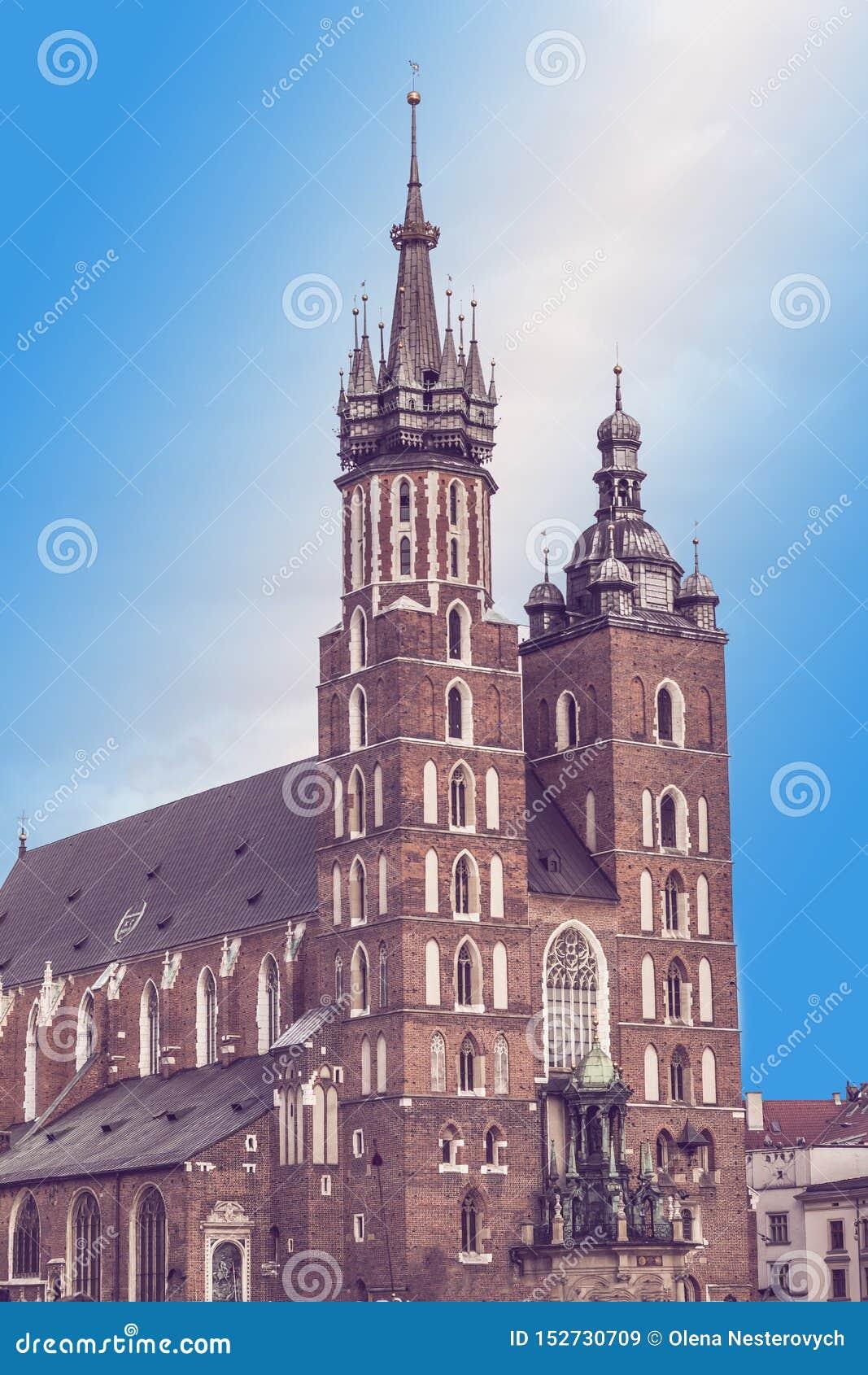 Marktplatz und St Mary Basilika in Krakau, Polen