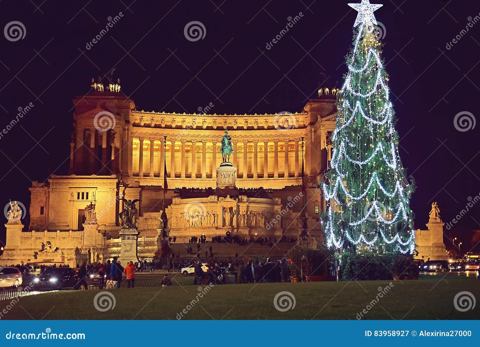 Marktplatz Venezia In Rom Auf Der Nacht Vor Weihnachten Stockbild ...