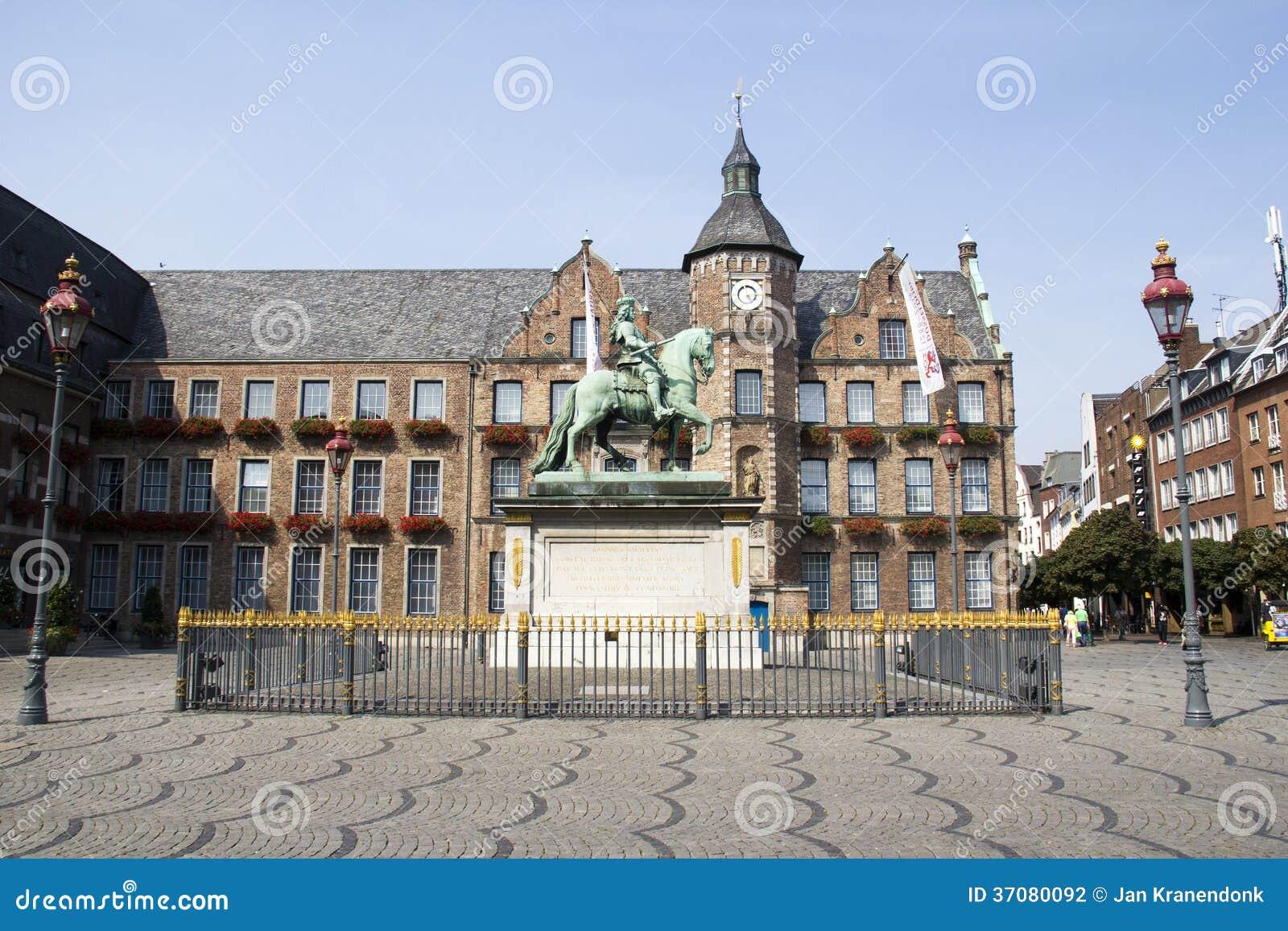 Download Marktplatz W Dusseldorf, Niemcy Fotografia Editorial - Obraz złożonej z city, kwiaty: 37080092