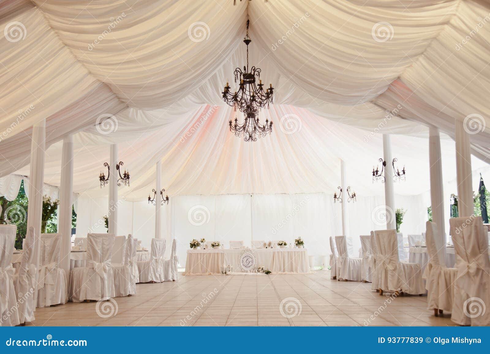 Markttent voor de viering van het huwelijk
