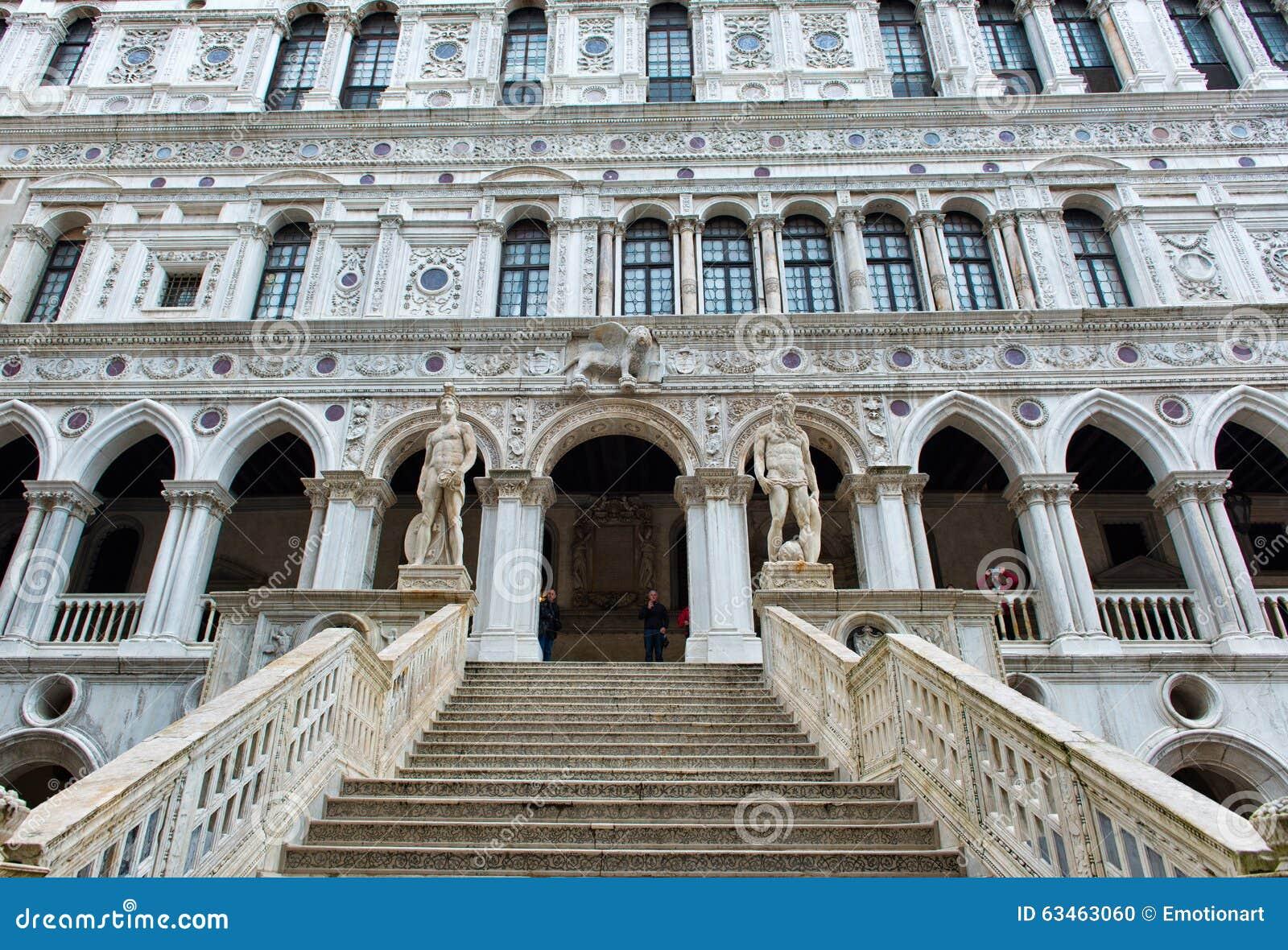 Marmeren trap bij het Paleis van de Doge in Venetië, Italië