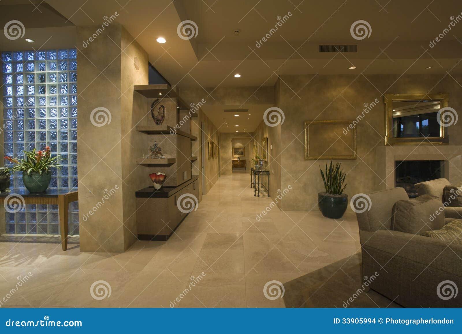 Marmor d ckat hall l ngs hus arkivbilder bild 33905994 - Gang huis ...