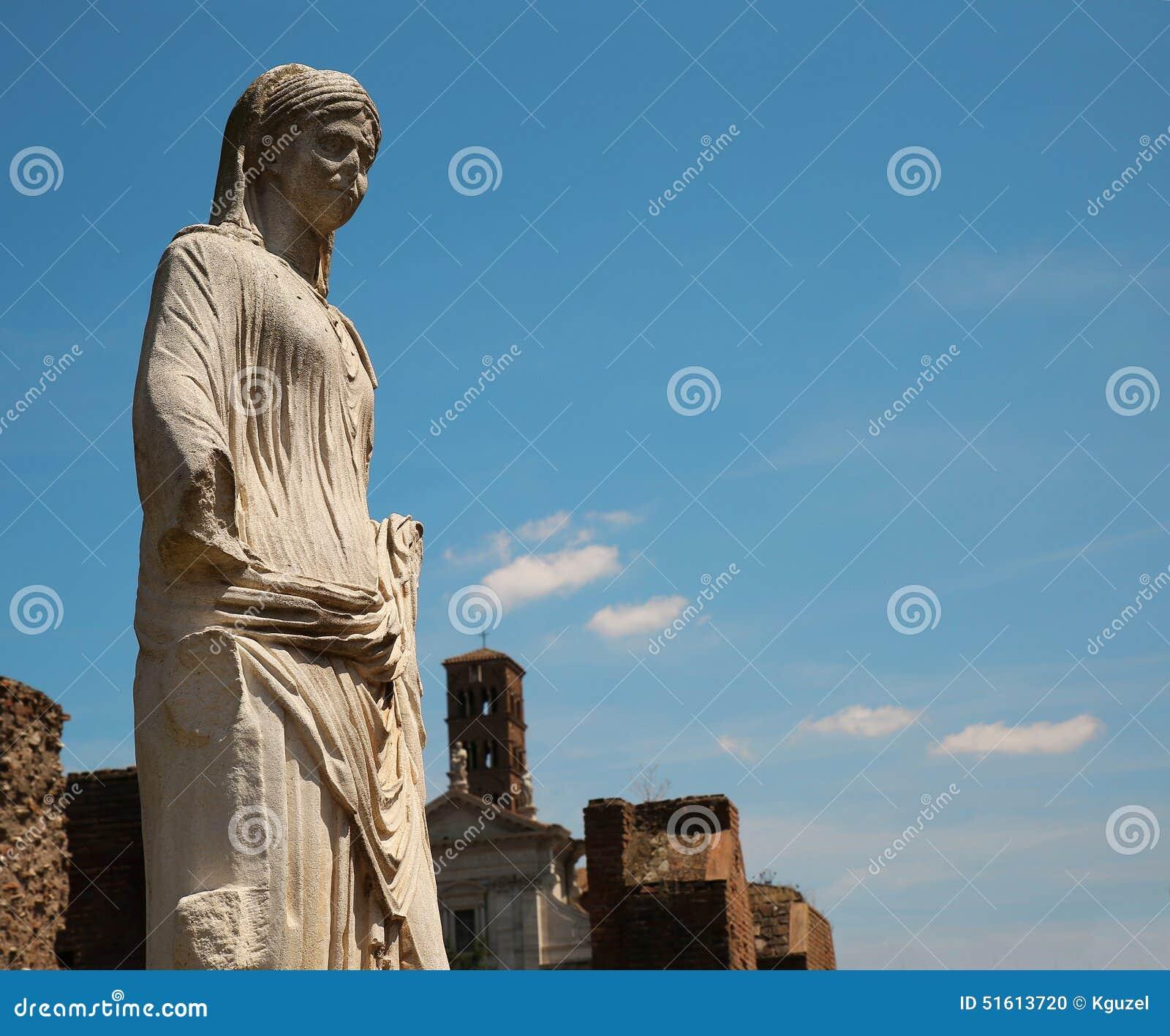 Marmorstaty av en kvinna i Rome, Italien