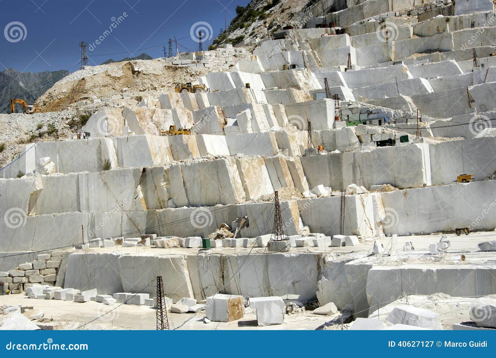 Marmorsteinbruch In Carrara Wei 223 Italien Stockfoto Bild