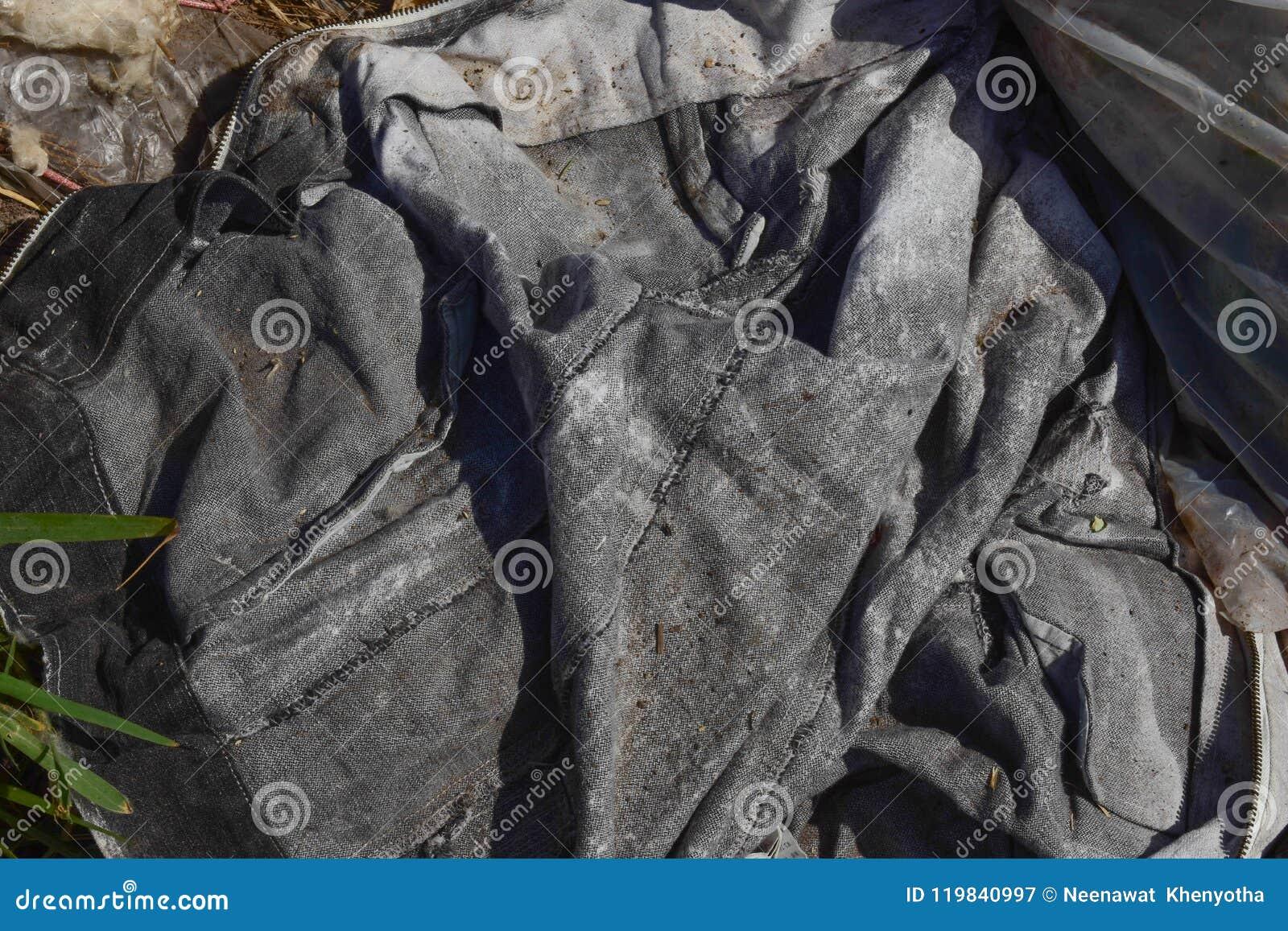 Marnotrawi od śmieci który degraduje naturalnym znaczy