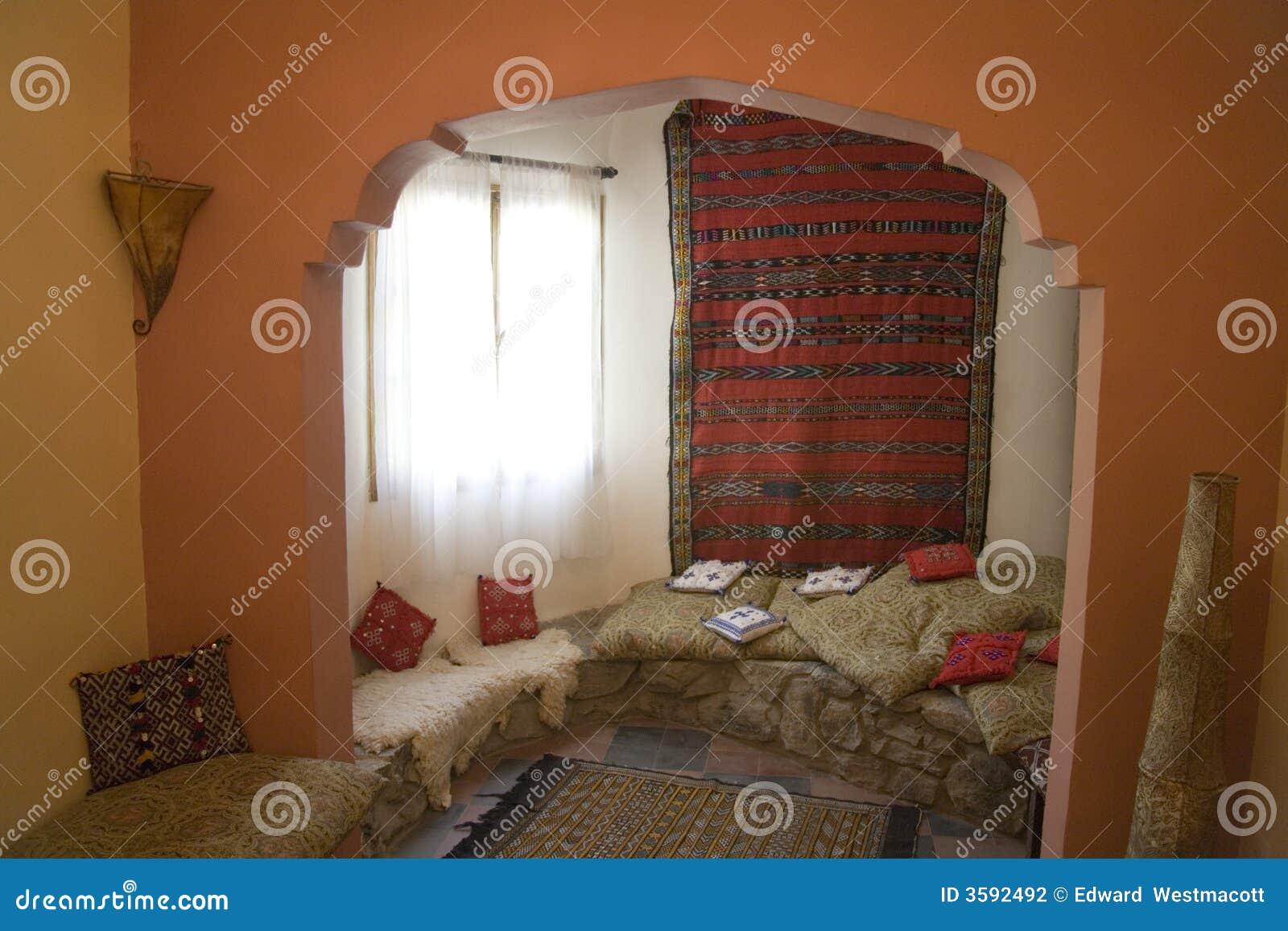 https://thumbs.dreamstime.com/z/marokkaans-woonkamerbinnenland-3592492.jpg