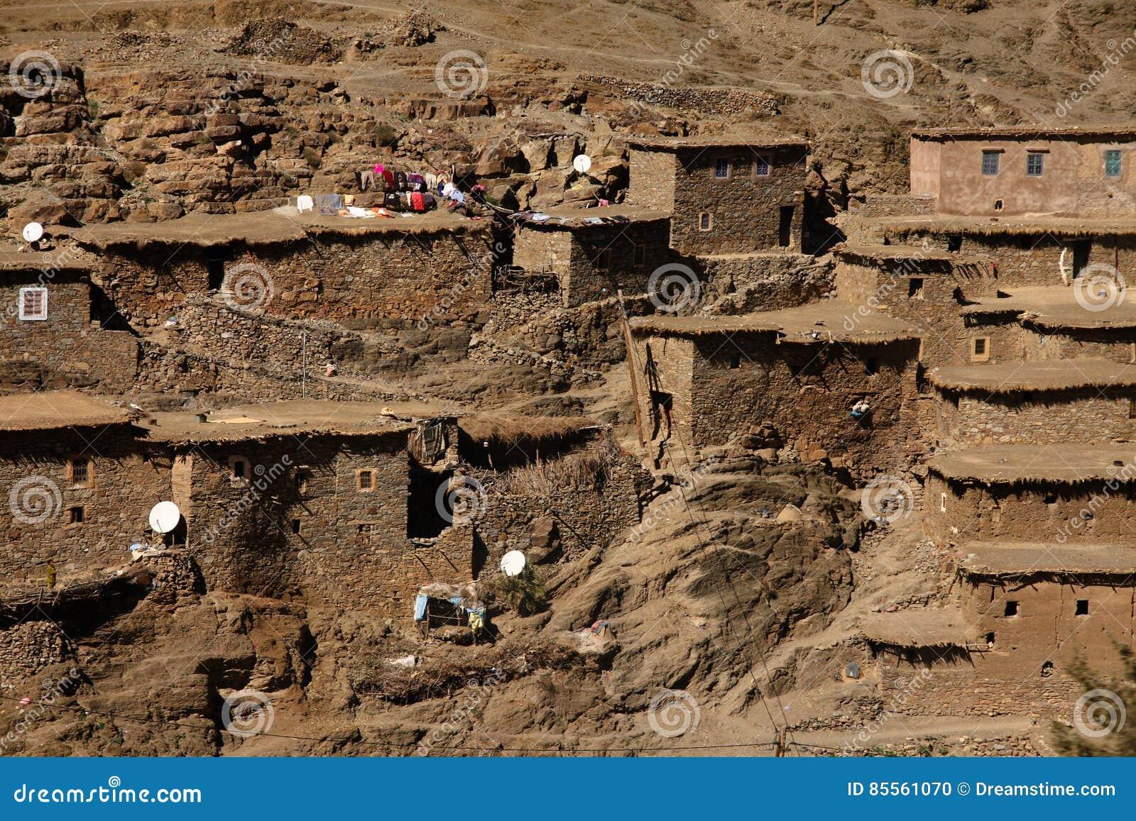Marokkanische Steinhäuser auf dem Bergabhang