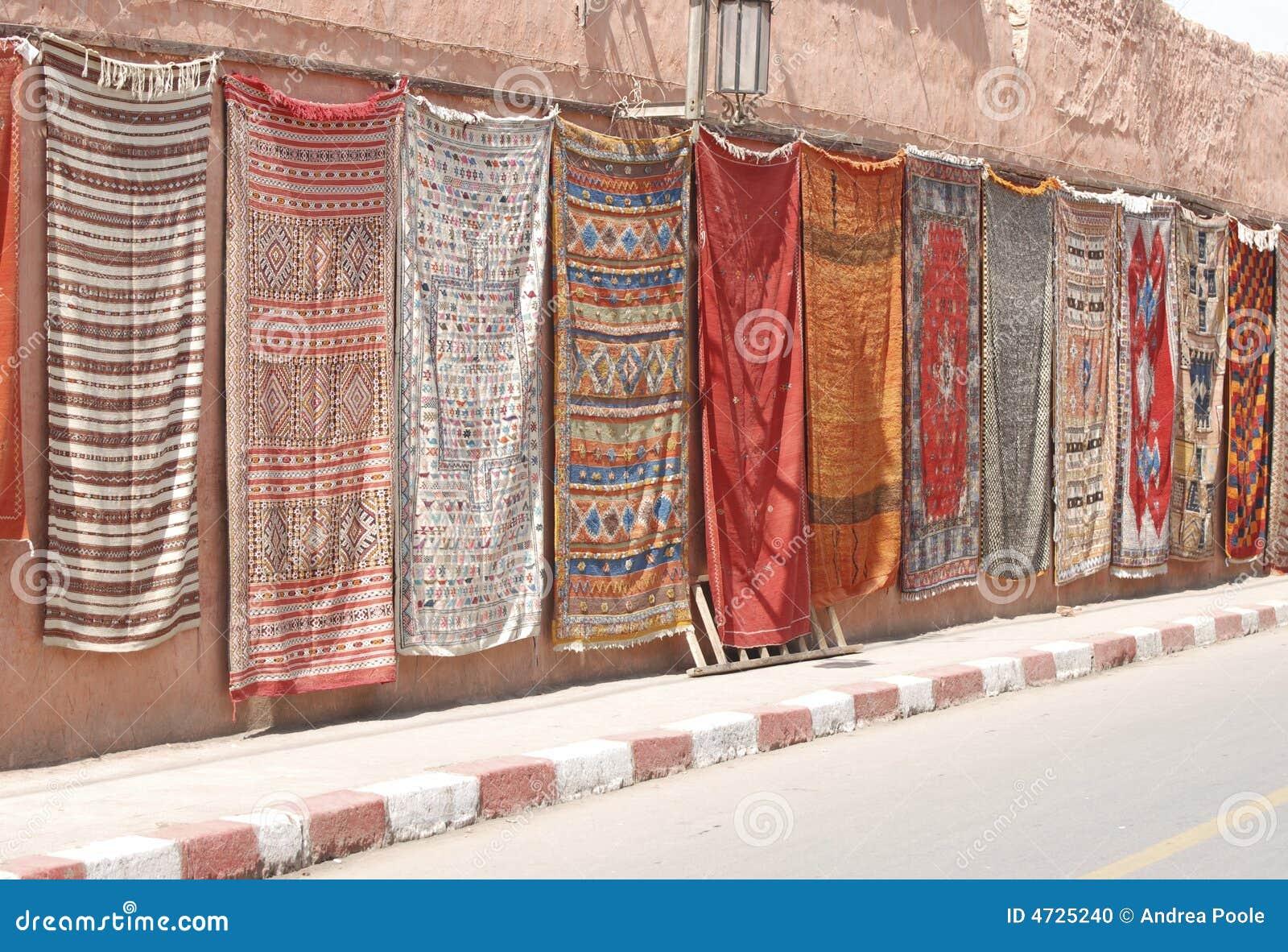 marokkanische teppiche auf einer wand stockfoto bild. Black Bedroom Furniture Sets. Home Design Ideas