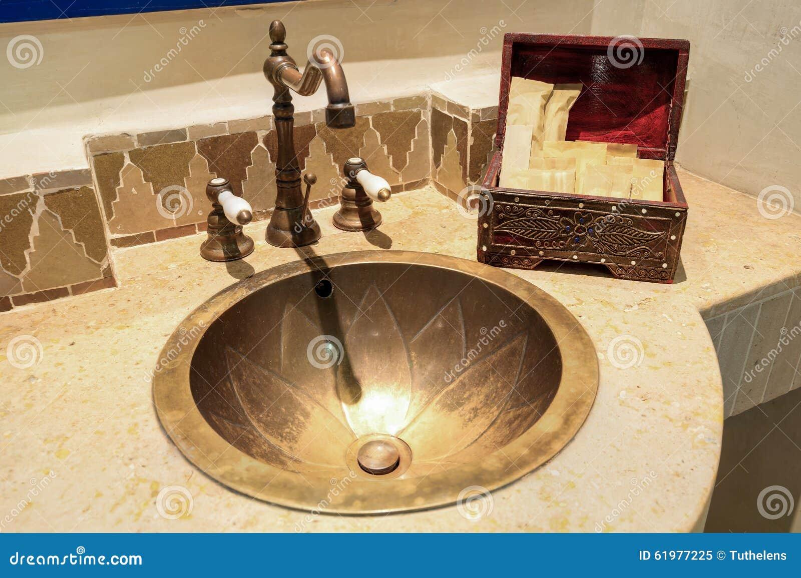 Marokkanisches Weinlese-Art-Badezimmer Stockbild - Bild von ...