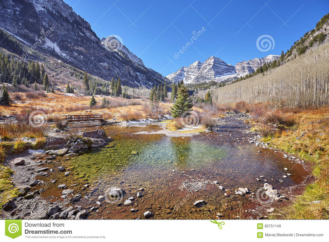Maroon Bells mountain autumn landscape, Colorado, USA.