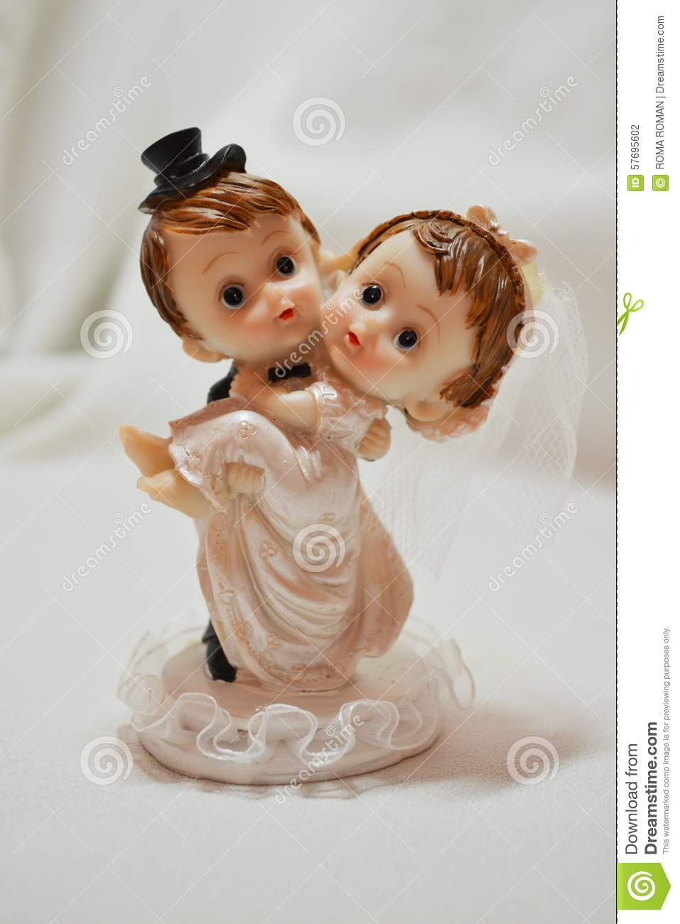 Wedding Gift For 80 Year Old Couple : Souvenir statuette-small gift to happy couple on wedding.