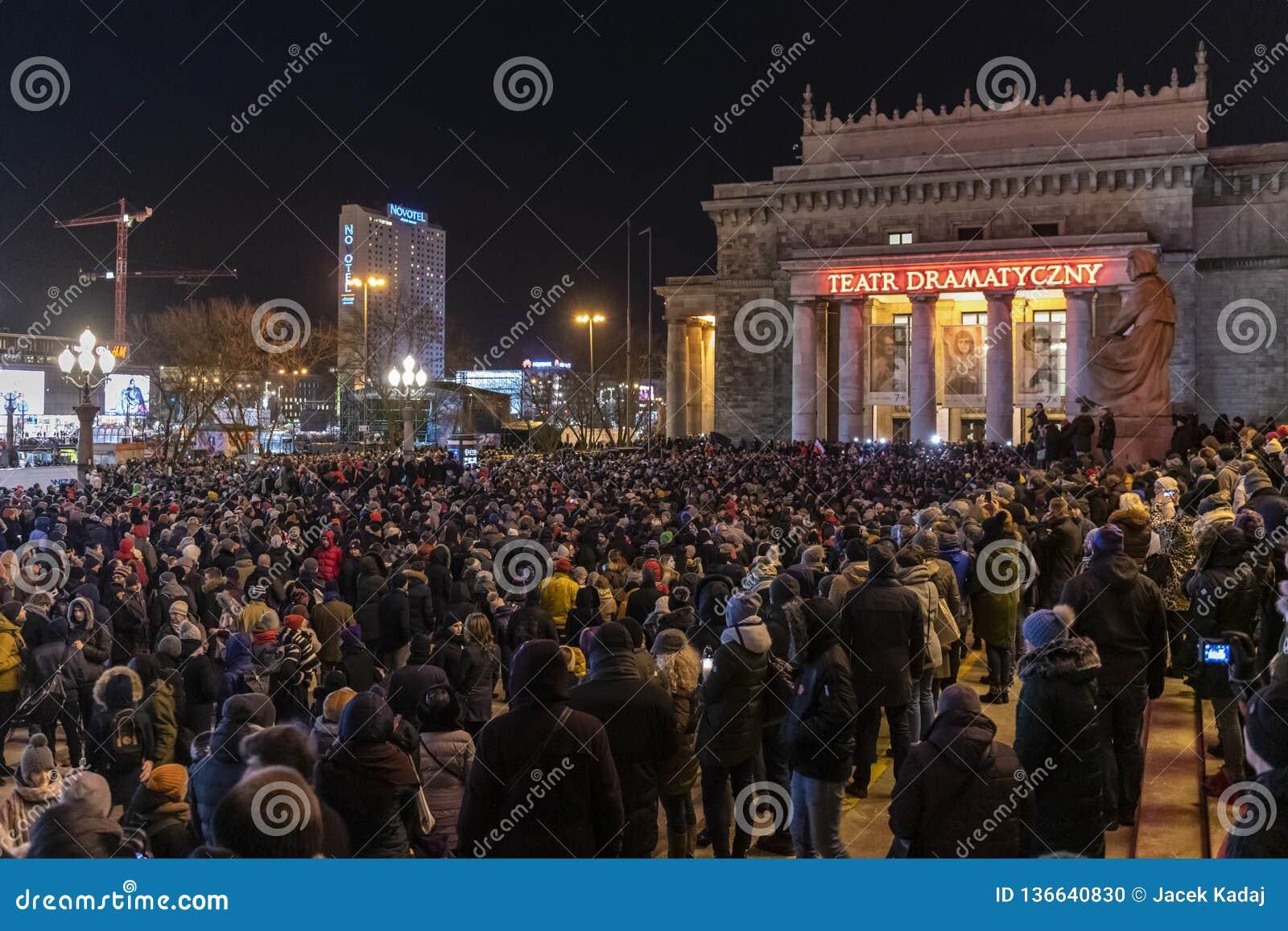 Mars i åminnelse av den mördade borgmästaren Adamowicz In Warsaw