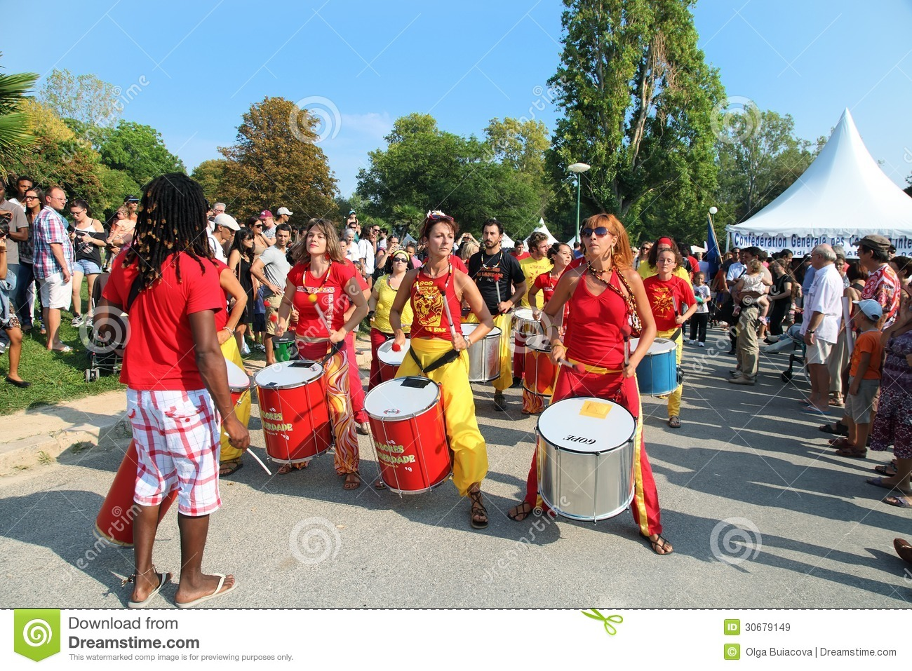 Marseille france august 26 girls playing drum for Association miroir fes