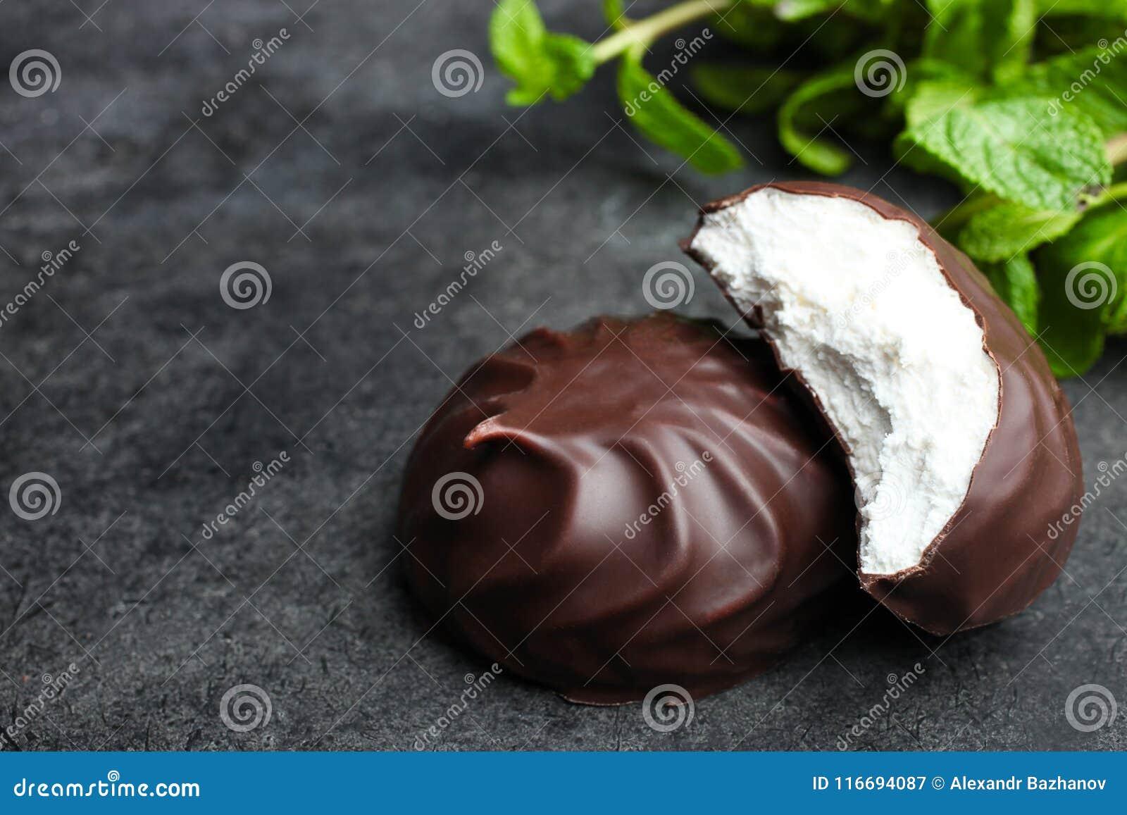 Marshmallow στη σοκολάτα και μια μέντα