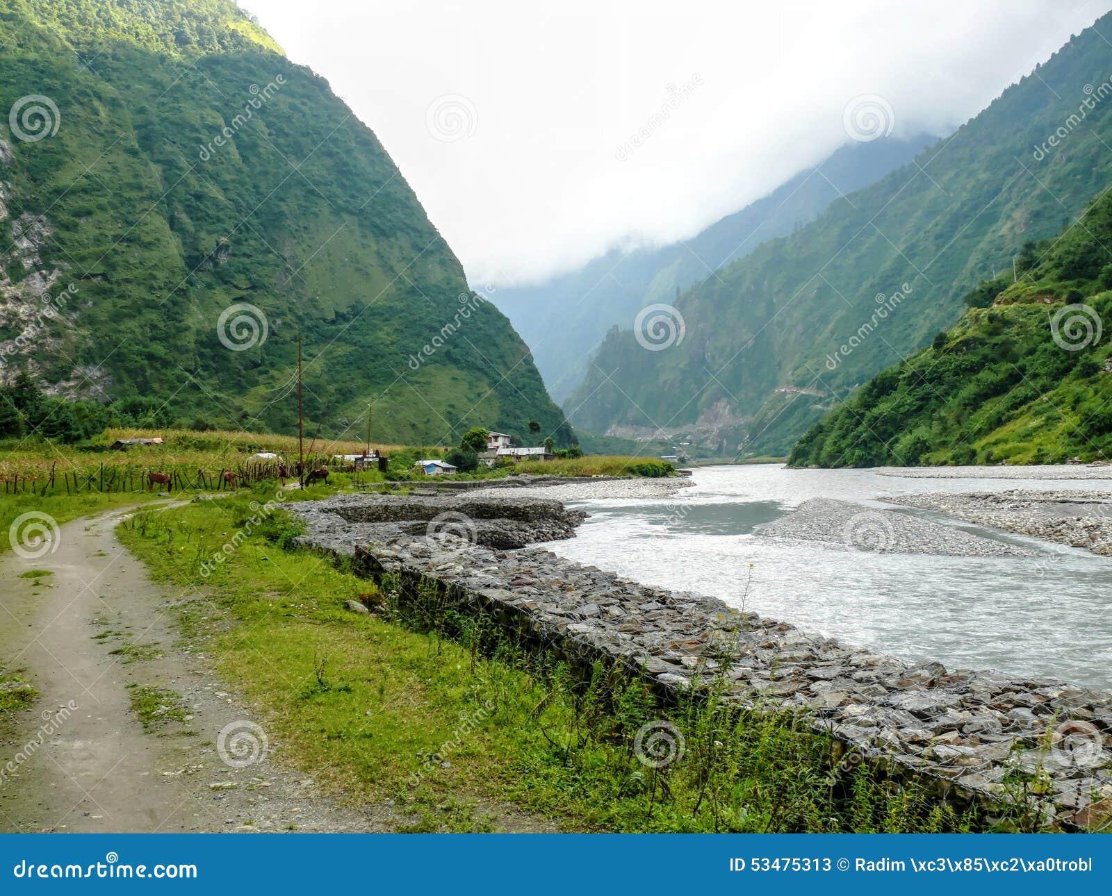 Marsyangdirivier en Tal-dorp - Nepal