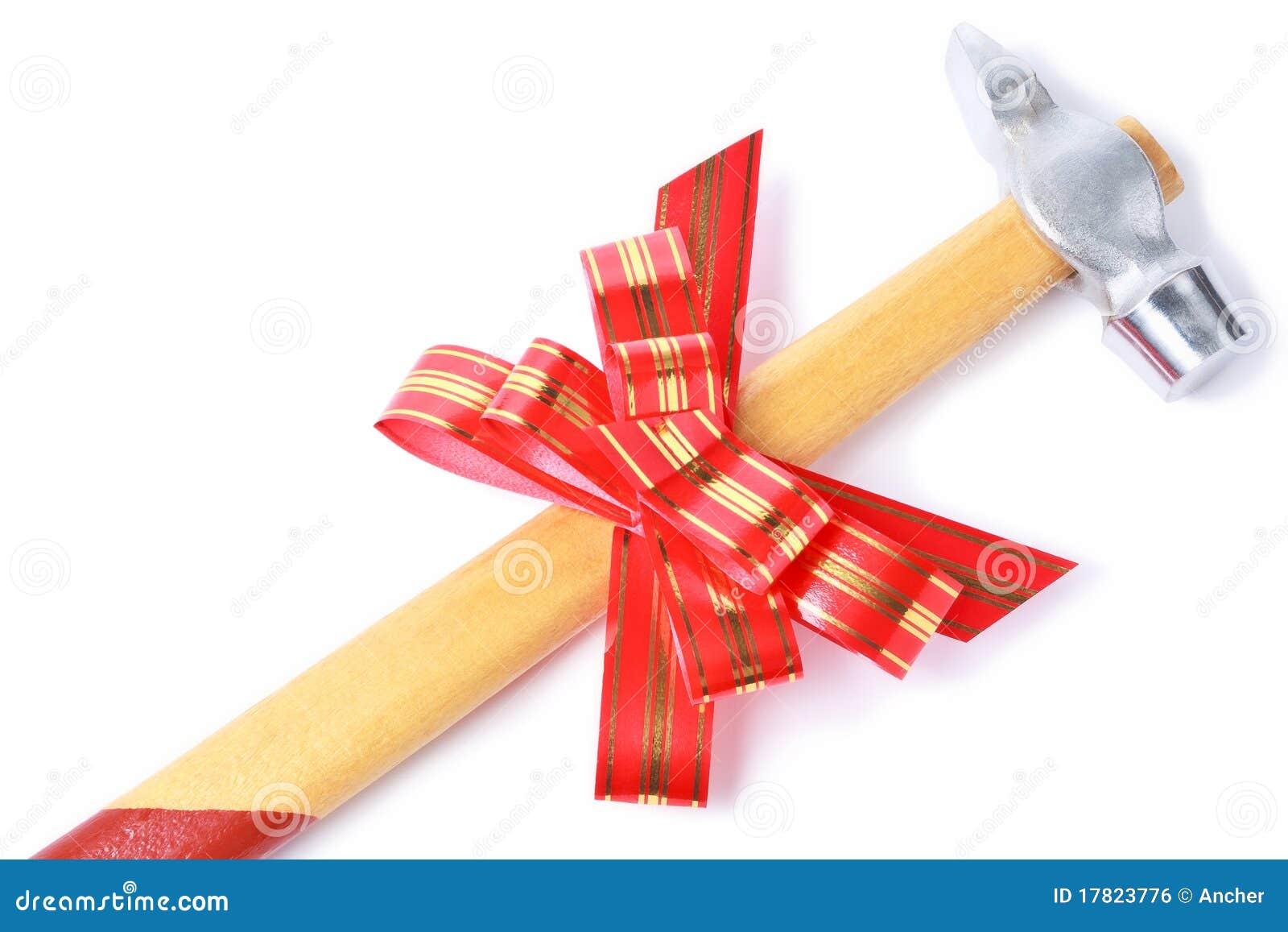 marteau avec la proue rouge comme cadeau pour le bricoleur image libre de droits image 17823776. Black Bedroom Furniture Sets. Home Design Ideas