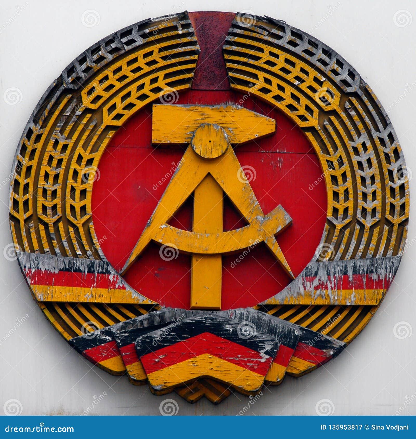 Marteau et cercle d emblème de la RDA Allemagne de l Est