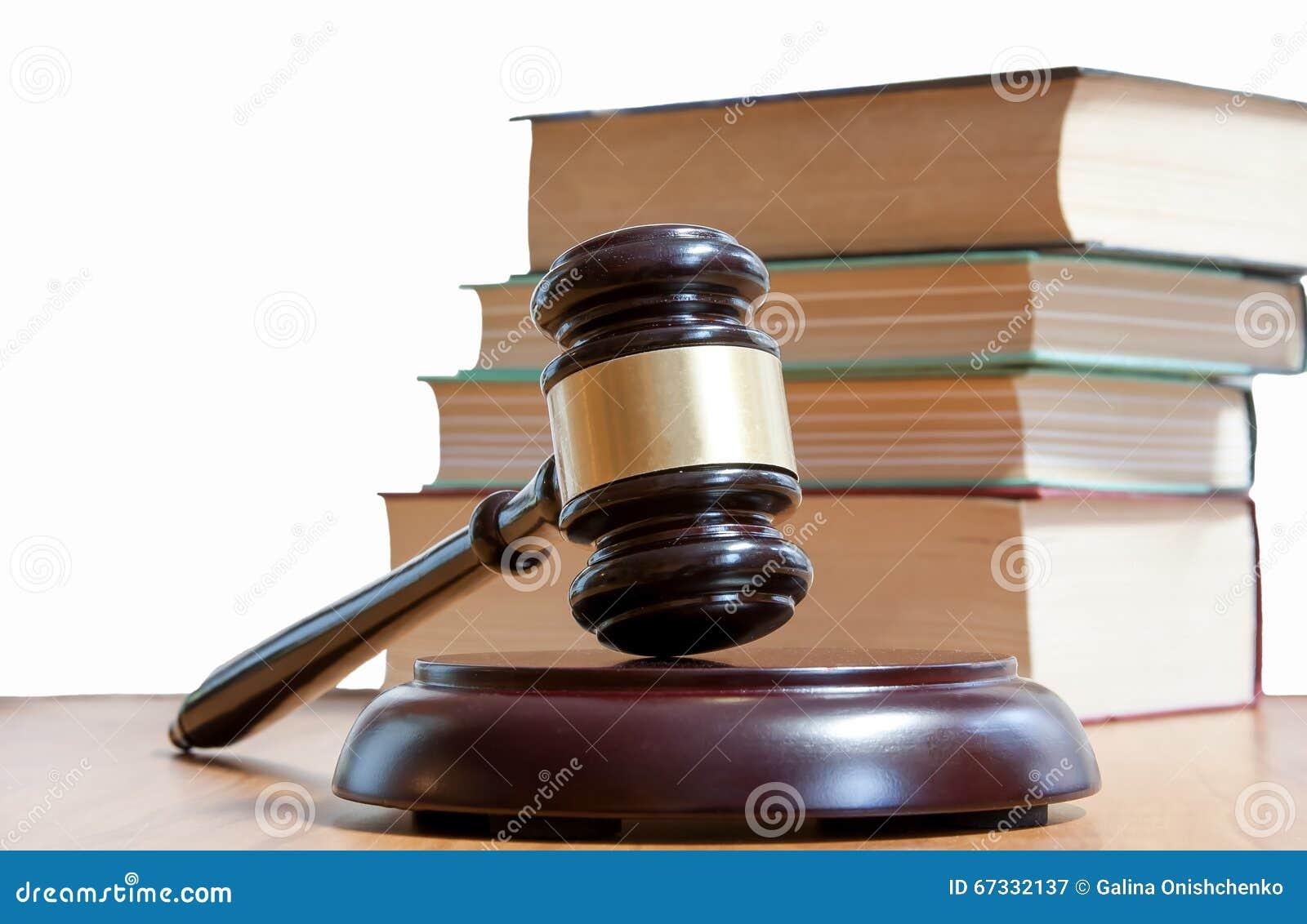 Marteau juridique et codes des lois